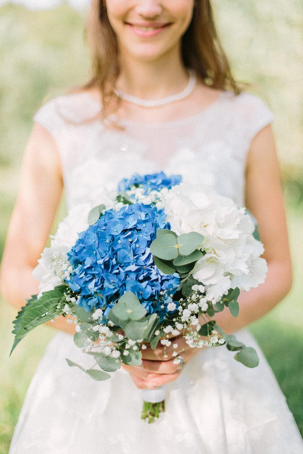 blue and white wedding colours