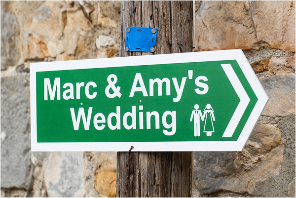 personalised wedding direction signs | Image by Freddy Fremond