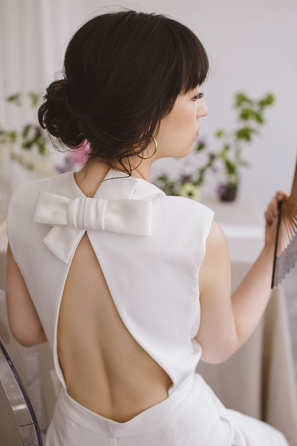 backless bow wedding outfit
