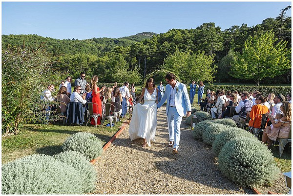 relaxed outdoor ceremony