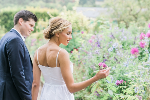 couple shoot in a garden