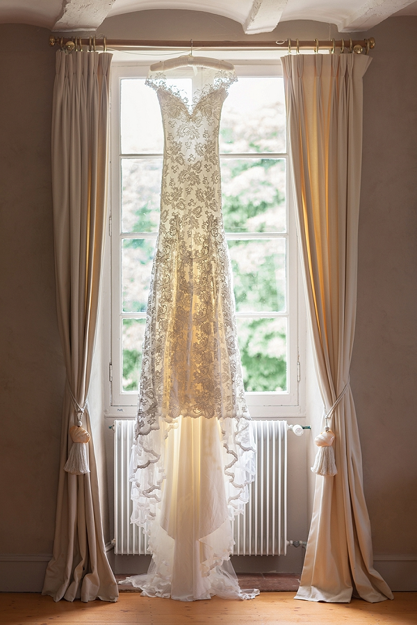 elegant Olvi's wedding dress
