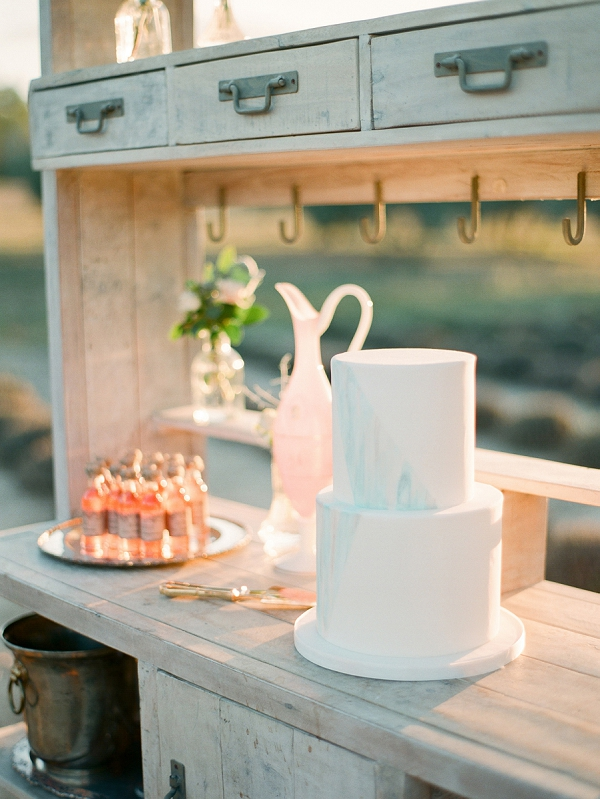 simple wedding cake provence