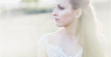 Timeless Bridal Makeup Looks for Destination Weddings 0001