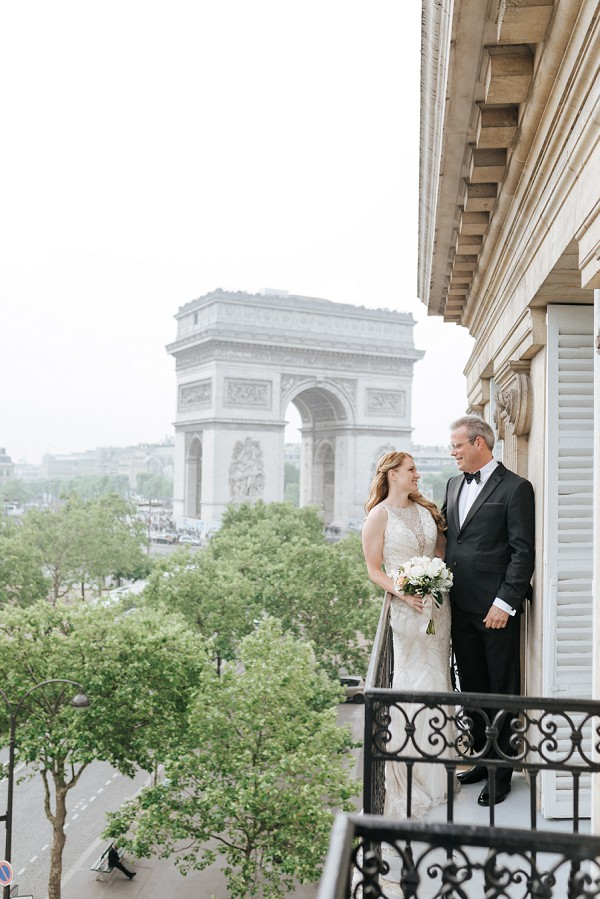 arc de triomphe wedding photo