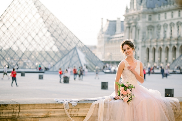 louvre wedding photo