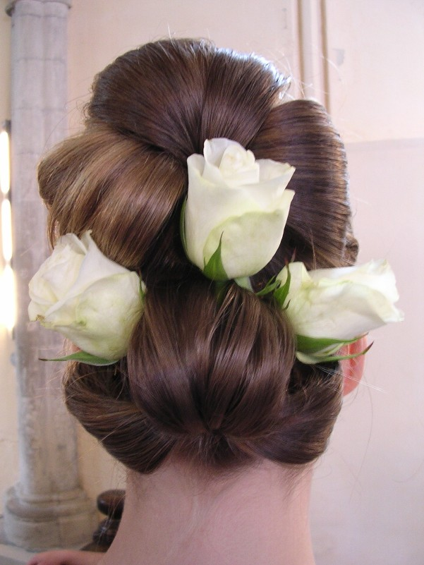white roses wedding hair