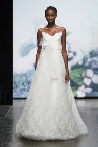 MONIQUE LHUILLIER lace wedding dress