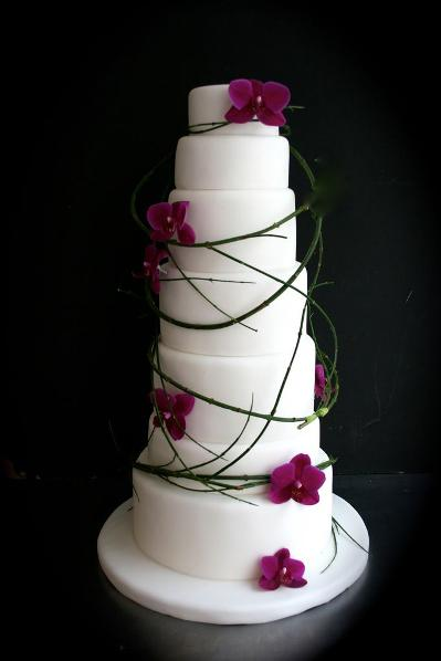 pinik and white wedding cake