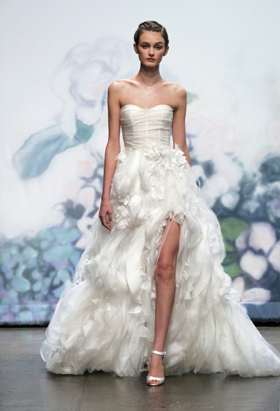 MONIQUE LHUILLIER 2012 FALL BRIDAL