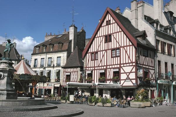 town square dijon