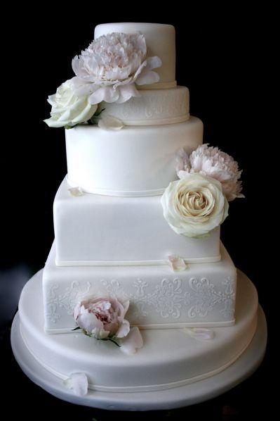 white wedding cake paris
