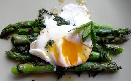 poached egg asparagus