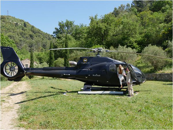 arrive by Helicopter at your wedding day
