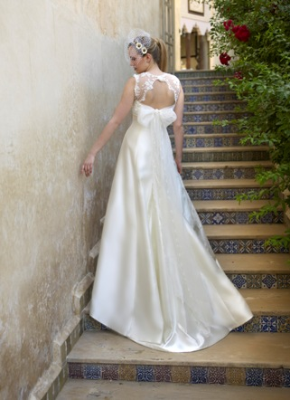 keyhole back wedding dress