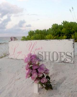 lose your shoes sign for a beach wedding