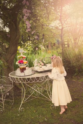 vintage wedding teaparty © - Christy Blanch Photography / French Wedding Style Blog