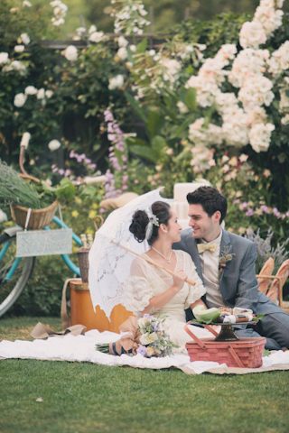 romantic wedding picnic