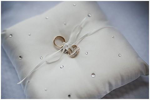 Diamond ring pillow