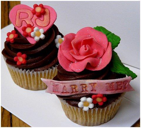 Paris cupcakes marry me