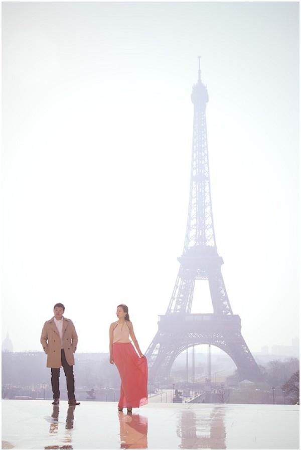 couple eiffel tower