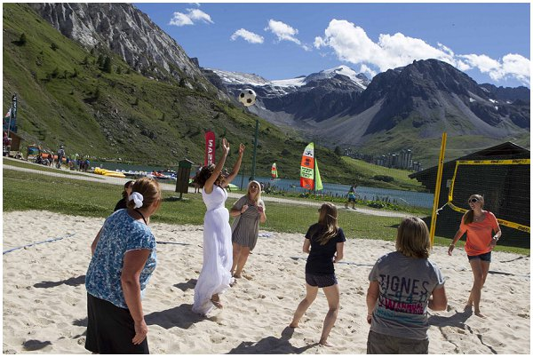 bride beach volleyball