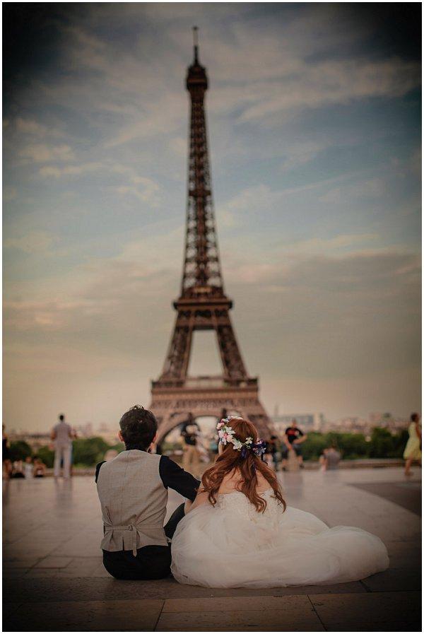 boho couple eiffel tower