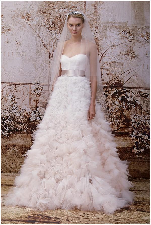 Romantic bride Monique Lhuillier