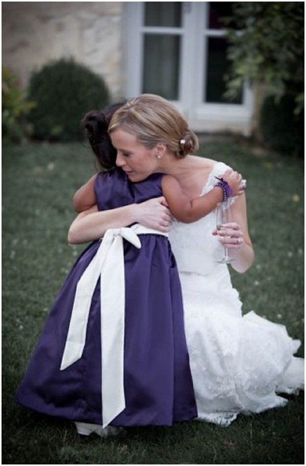Bride hugging flower girl | Florence Jamart Photography