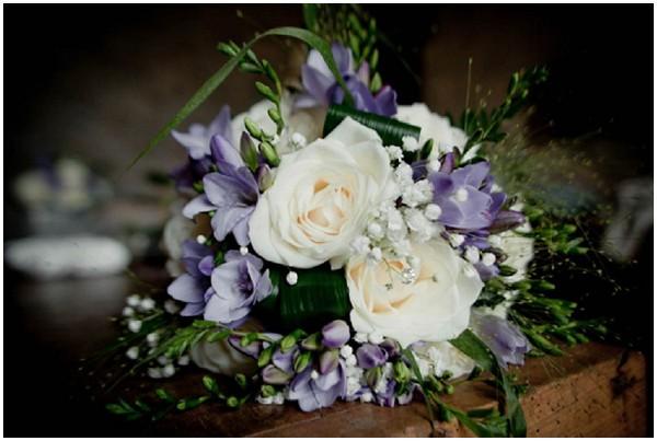 purple white wedding flowers | Florence Jamart Photography