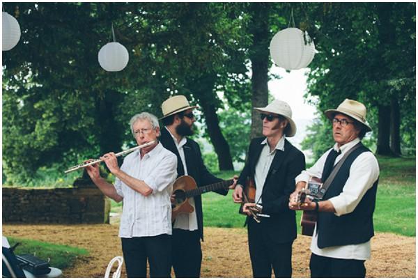 dordogne wedding band amongst the trees