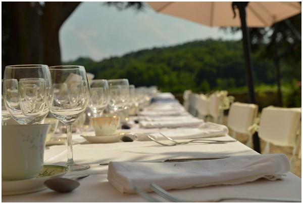 table setting summer wedding