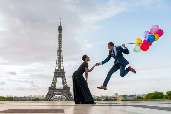 Paris Photographer - Anniversary photo session in Paris