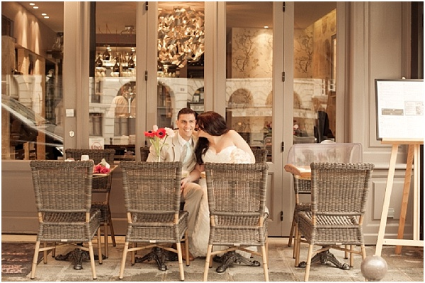 Paris wedding cafe | Image by Juliane Berry Photography, read more http://www.frenchweddingstyle.com/elopement-wedding-paris/