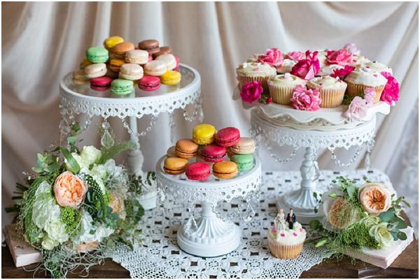 wedding macarons cupcakes