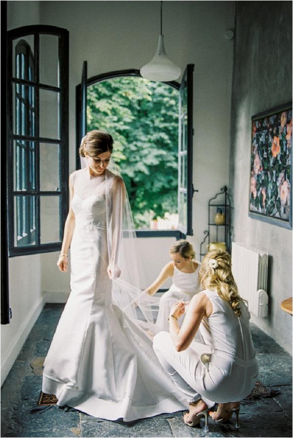 bridesmaids straightening veil