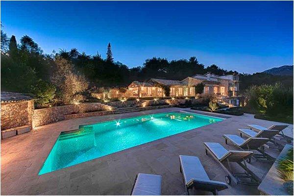 Intimate wedding villa in Provence