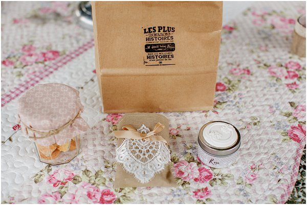 burlap and lace wedding favours