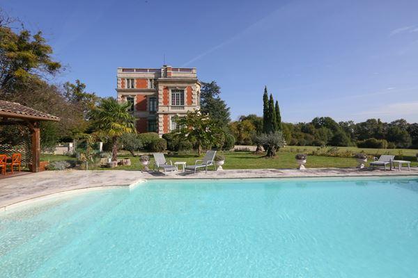 Chateau Le Lout 02