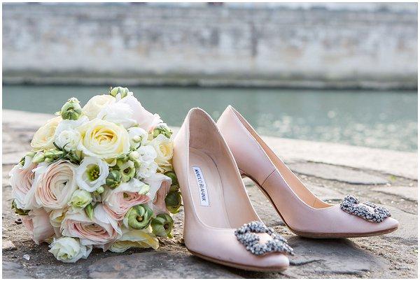 peach wedding shoes bouquet