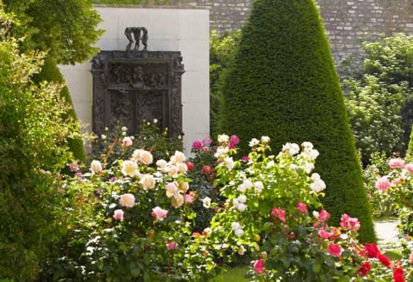 Vue générale de l'hôtel Biron et du jardin