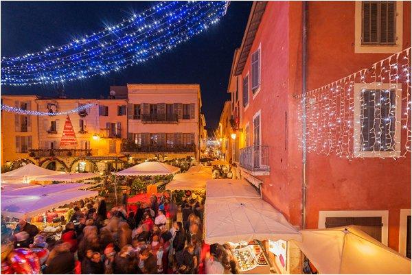 Le Marché de Noël, Valbonne, Sophia Antipolis, Paca, 06, Alpes-Maritimes, France // France, Alpes-Mariitmes, 06, Paca, Sophia Antipolis, Valbonne, Christmas market
