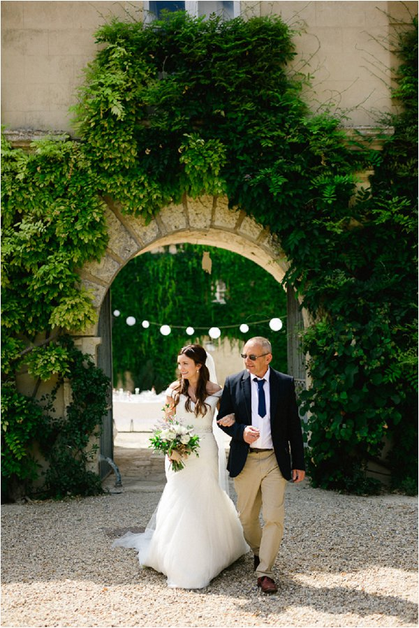 bride-and-father-aisle-walk