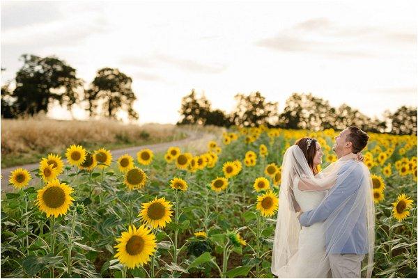 sunset-and-sunflower-wedding-photo