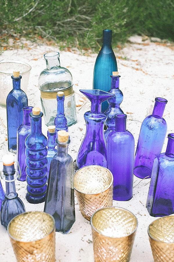 Blue vase wedding theme