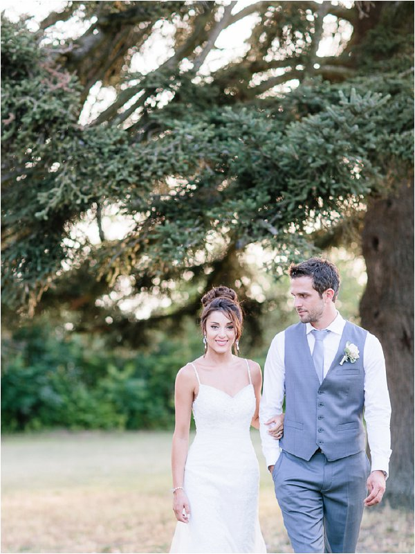 Bride and groom in the grounds of Chateau de Mauriac