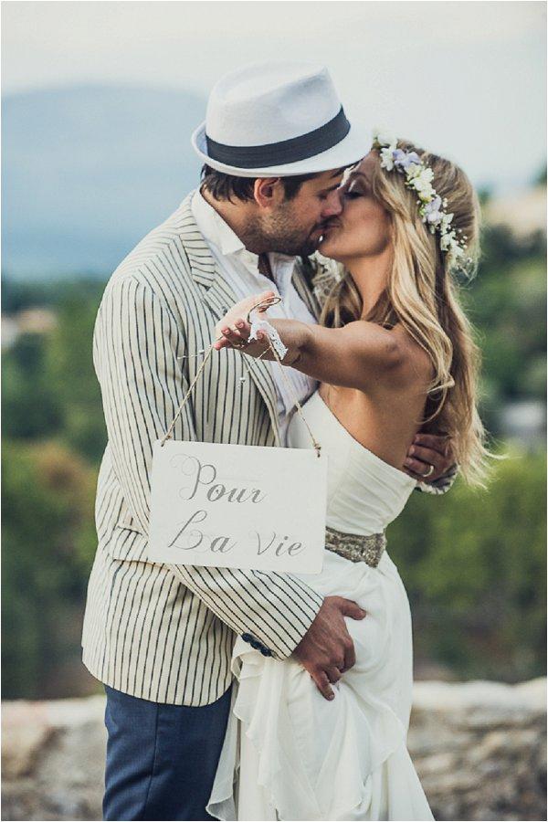 Pour la vie wedding sign