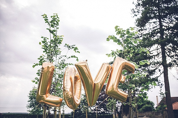 Wedding love balloons