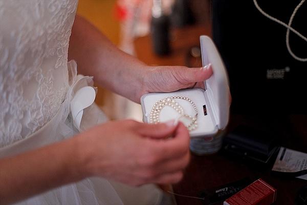 Bridal wedding day pearls