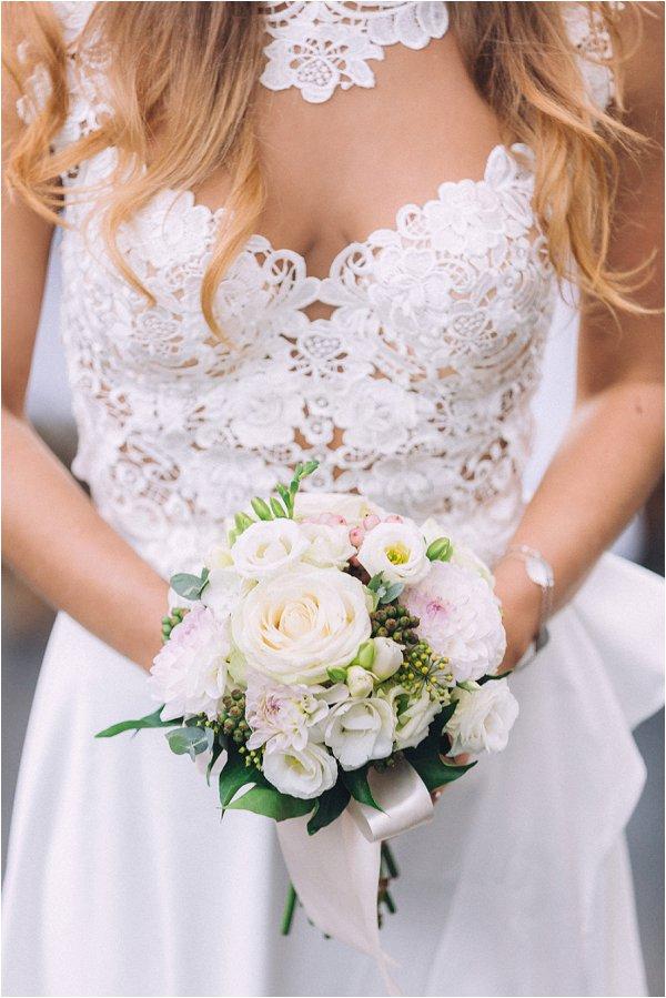 elopement bouquet in Paris